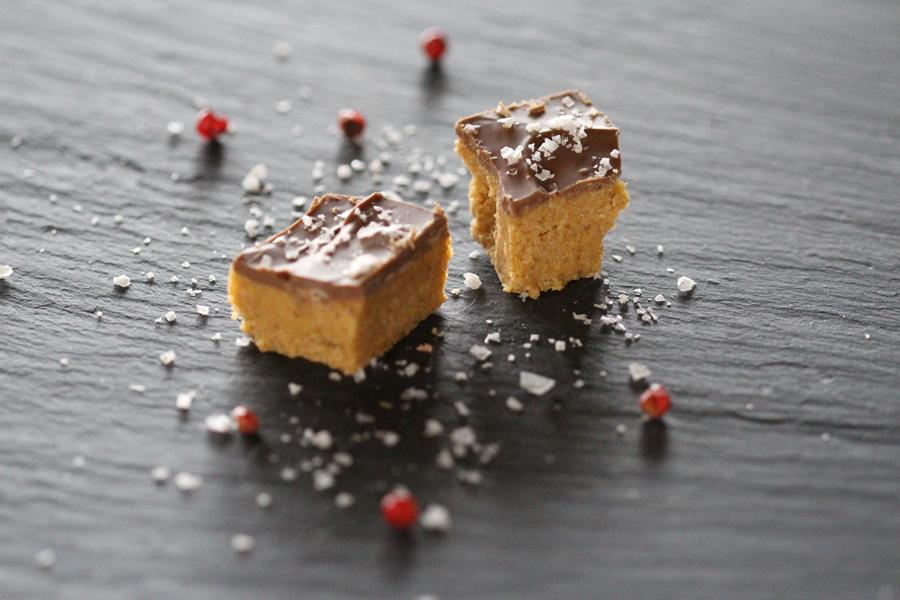 salzige Erdnussbutter Würfel
